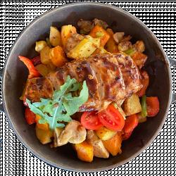 Курячий стейк під овочевим соте