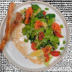 Салат овочевий з лососем та бобами едамаме